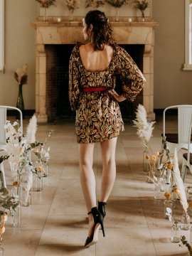 Tenue Se Casan Zadar Robe Sezane face plein pied | Location